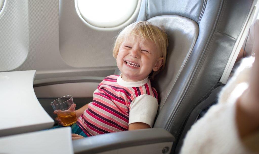 Конец кошмару с плачущими детьми на борту самолета