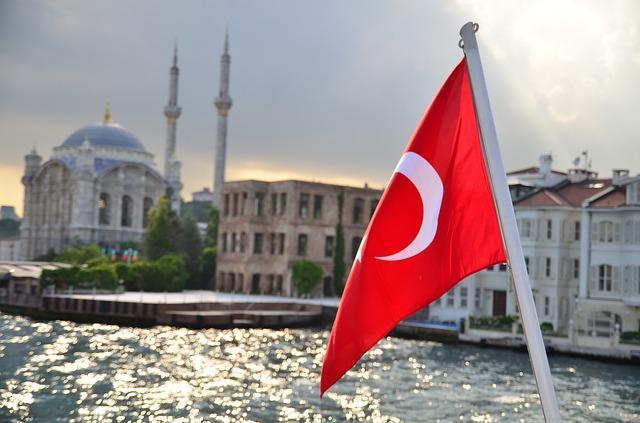 В Турции постояльцам отеля разрешили бить посуду и ломать телевизоры