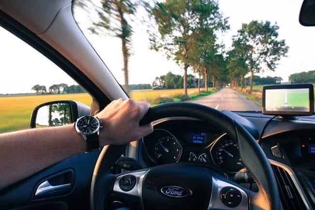 На автомобиле