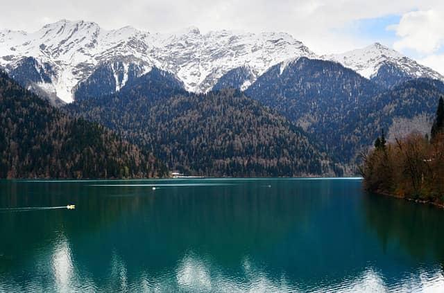 Озеро Рица – высокогорная жемчужина Абхазии